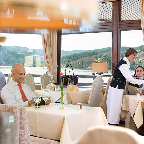 Vier Täler restaurant with lake view | Maritim Hotel Titisee